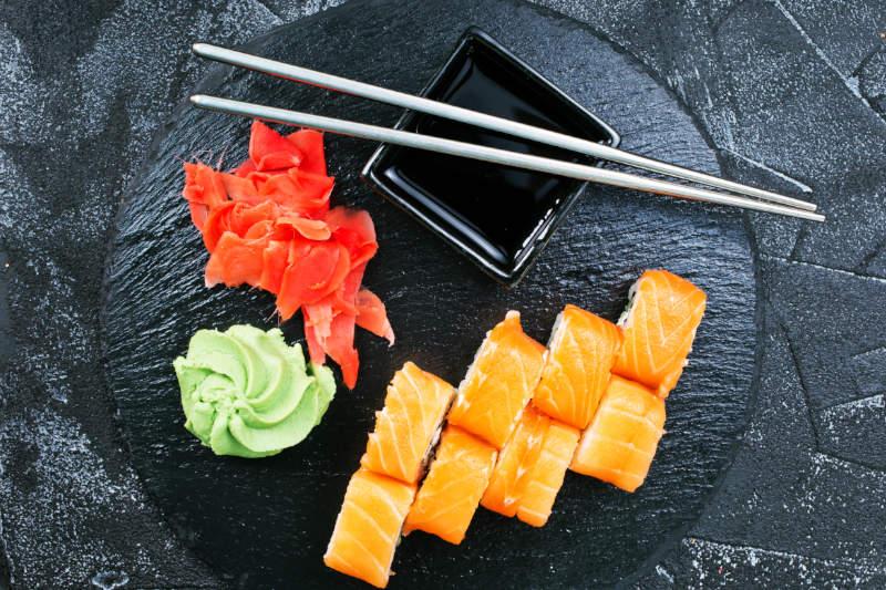 cortar rollos de sushi